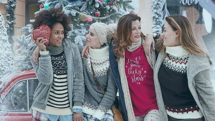 llevar un jersey navideño en un evento